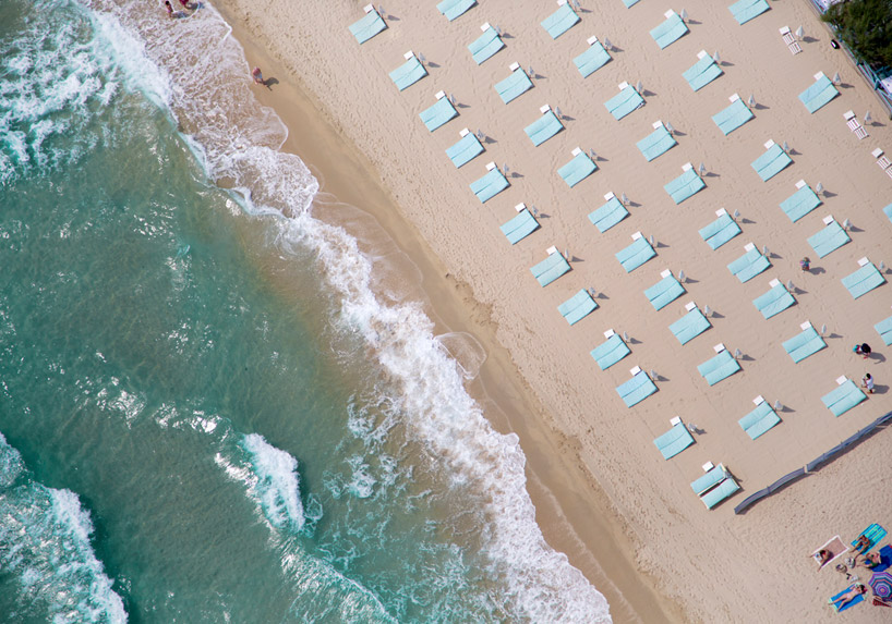 aerial-beach-gray-malin-designboom-st. tropez-france-2