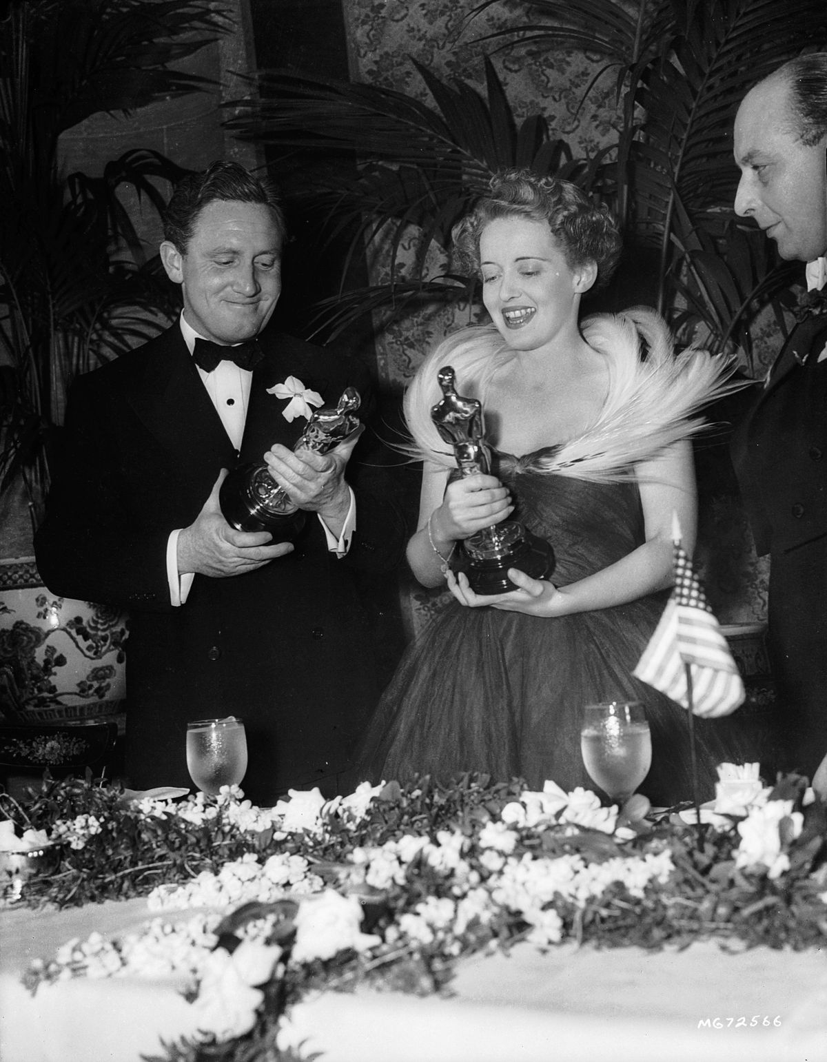 Spencer-Tracy-Bette-Davis-1939-oscars